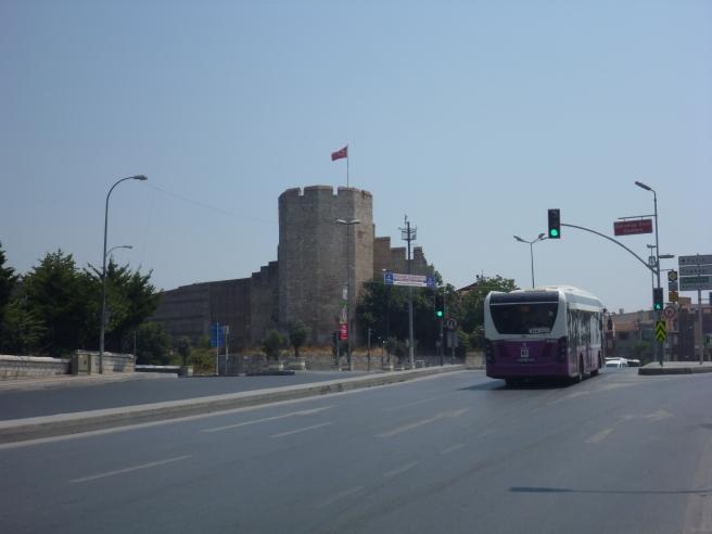 Die alte Festungsmauer von Istanbul.