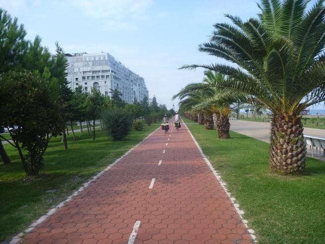 Wir verlassen Batumi auf dem einzigen Radweg den ich in Georgien gesehen habe.